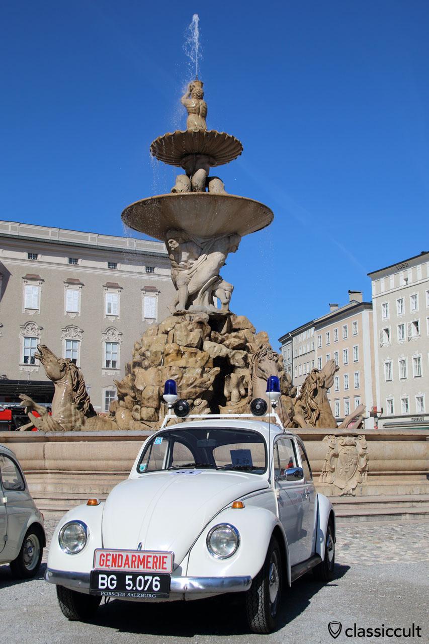 Showtime: Gendarmerie Standard VW Käfer am Residenzbrunnen