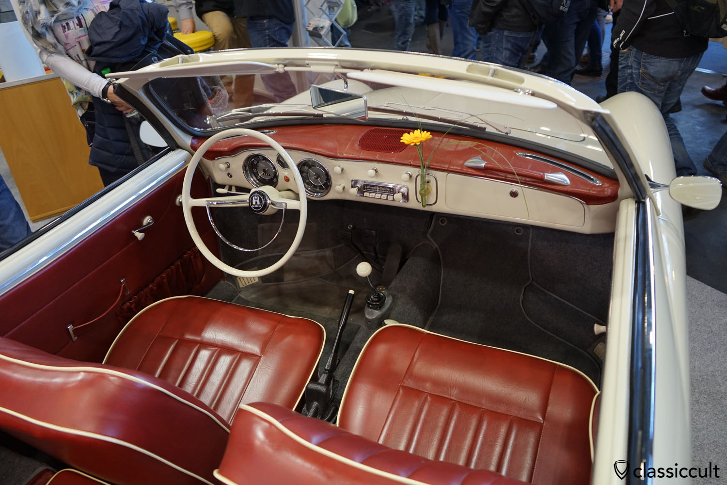 1958 Karmann Ghia Cabrio dashboard