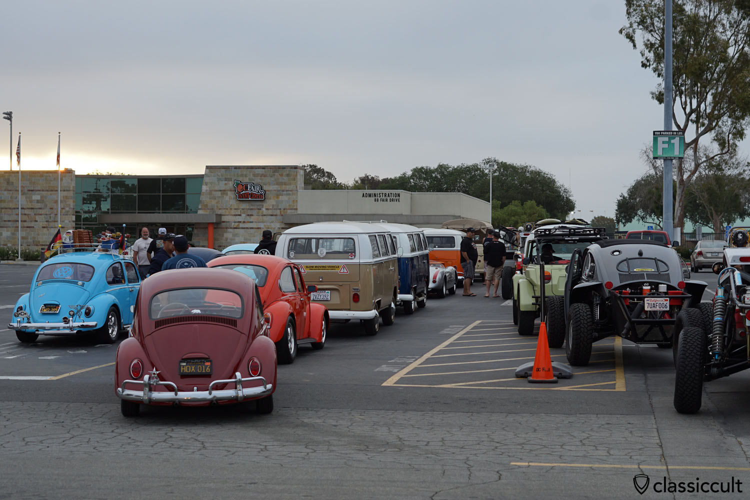 Good Morning 6 07 A M Vw Fans Waiting For The Clic Show June 17 2017 Costa Mesa Ca