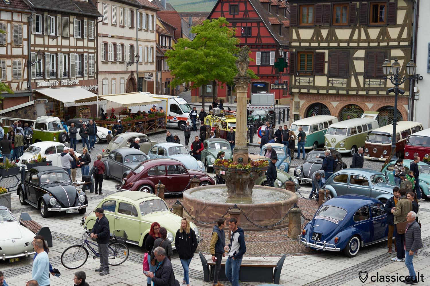 Molsheim Cox Show 2019, VW Beetles in the heart of the historic town