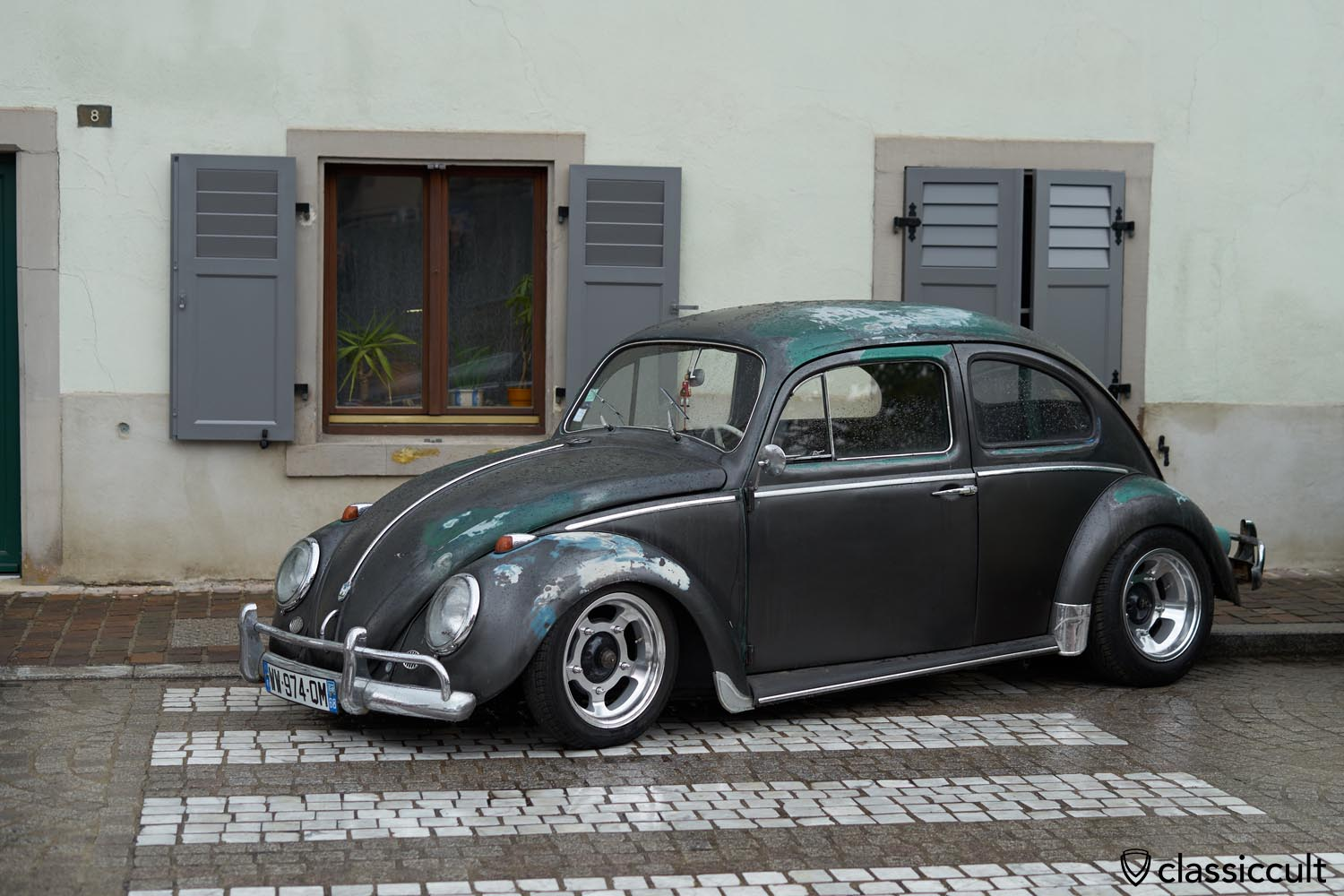 lowered VW Bug