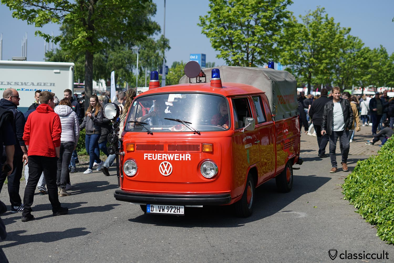 VW T2 Crew Cab Fire Bus
