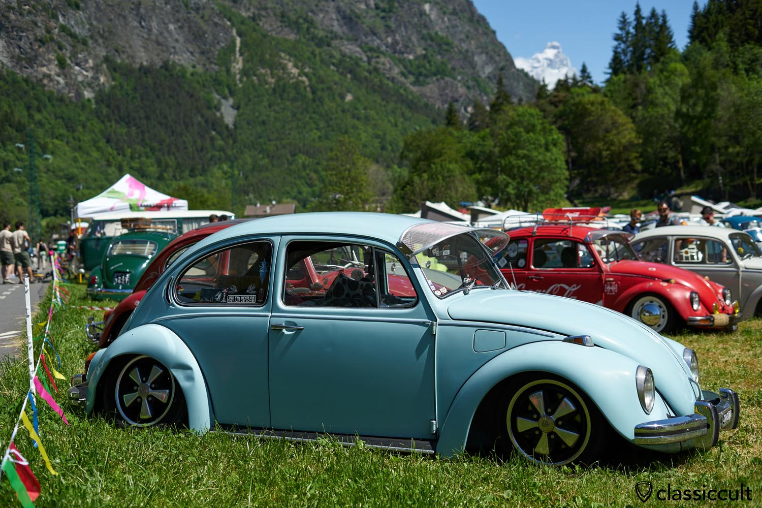 VW Beetle with Matterhorn mountain, Volks'n'Roll aircooled meeting, Italy 2019