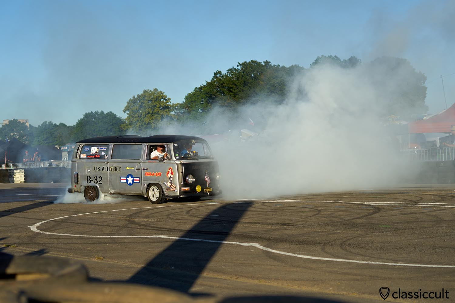 nice burnout with T2 Bus