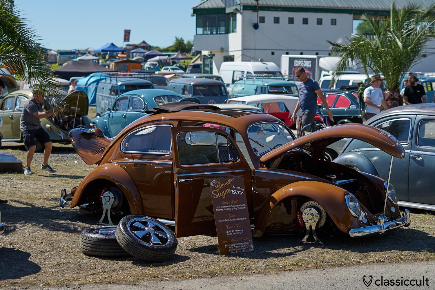 VW Oval Bug 1957 Brown Sugar