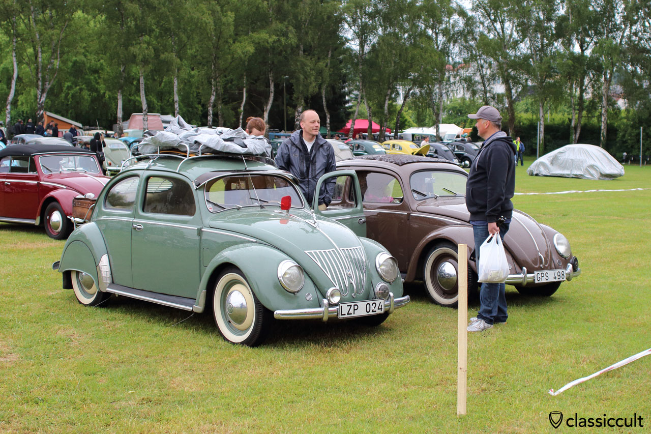 VW Split Bug with oval rear window