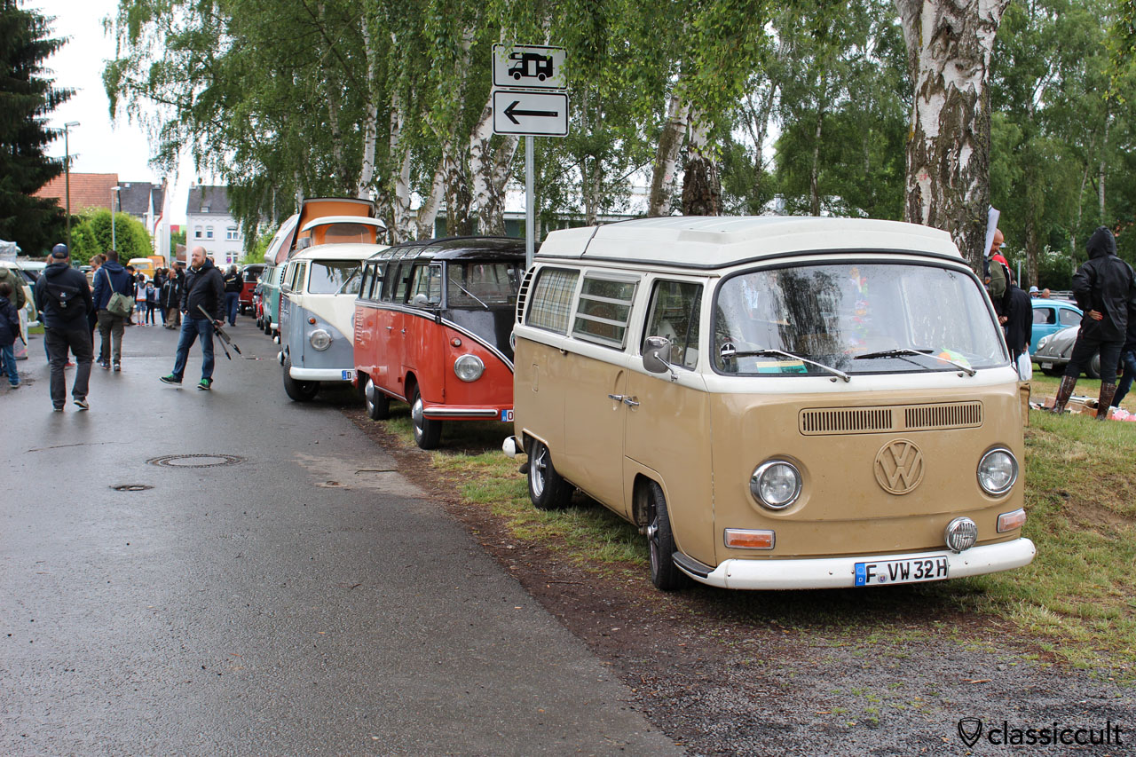 VW Camper between Bad Camberg Show lawn and spare parts market