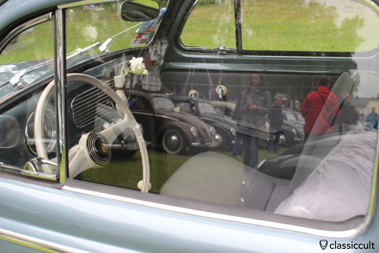 VW Oval dash with great reflections