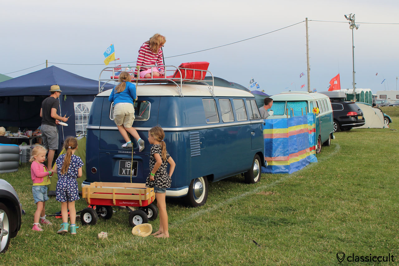 kids climbing the VW T1 roof rack, well done, Bug Jam-2015, Saturday, 7:21 p.m.