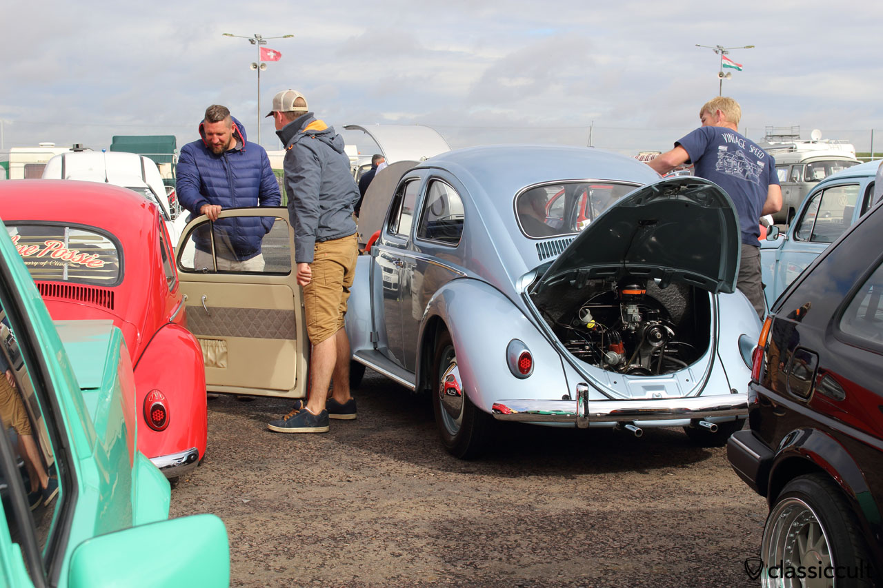 1958 VW Beetle gets cleaned by owner Peter Harvey, he started early Sunday morning in London and it was raining, so lots of cleaning work at the Bug Jam Show, the Beetle is awesome