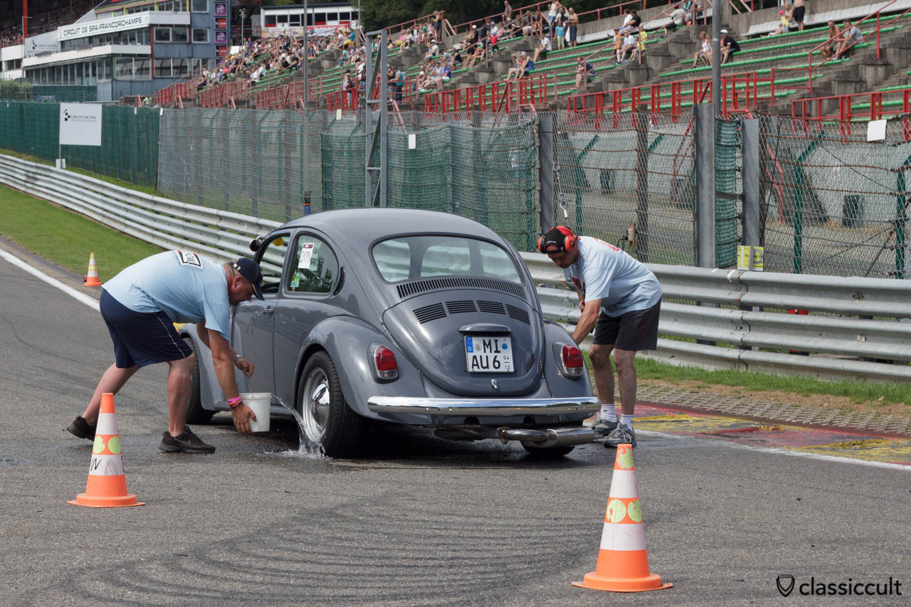 VW Race Bug getting water to the rear tires for Drag-Racing Burnout