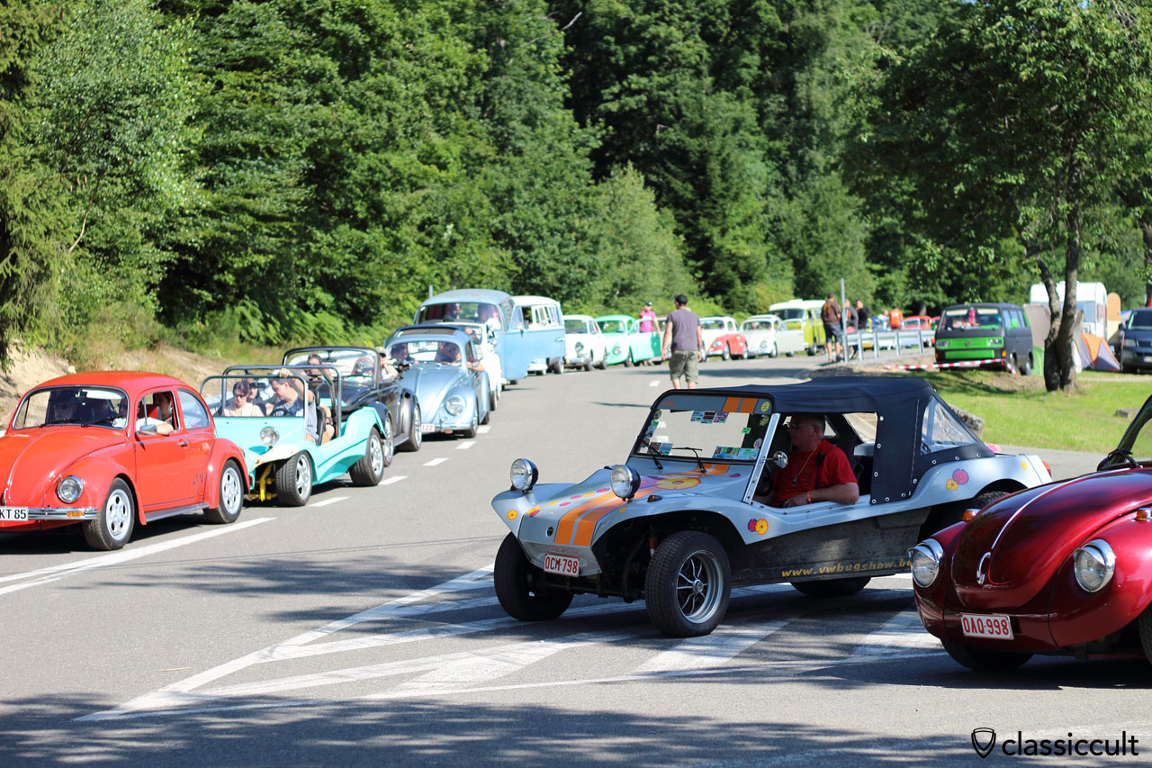 """10:19 a.m. and a big VW traffic jam, because everybody is now up and wants to see """"le Bug Show 2015"""""""