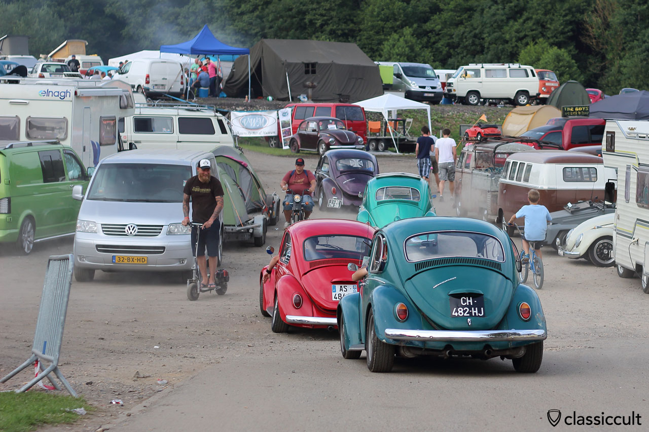 VW Beetles cruising at Bugshow 2015