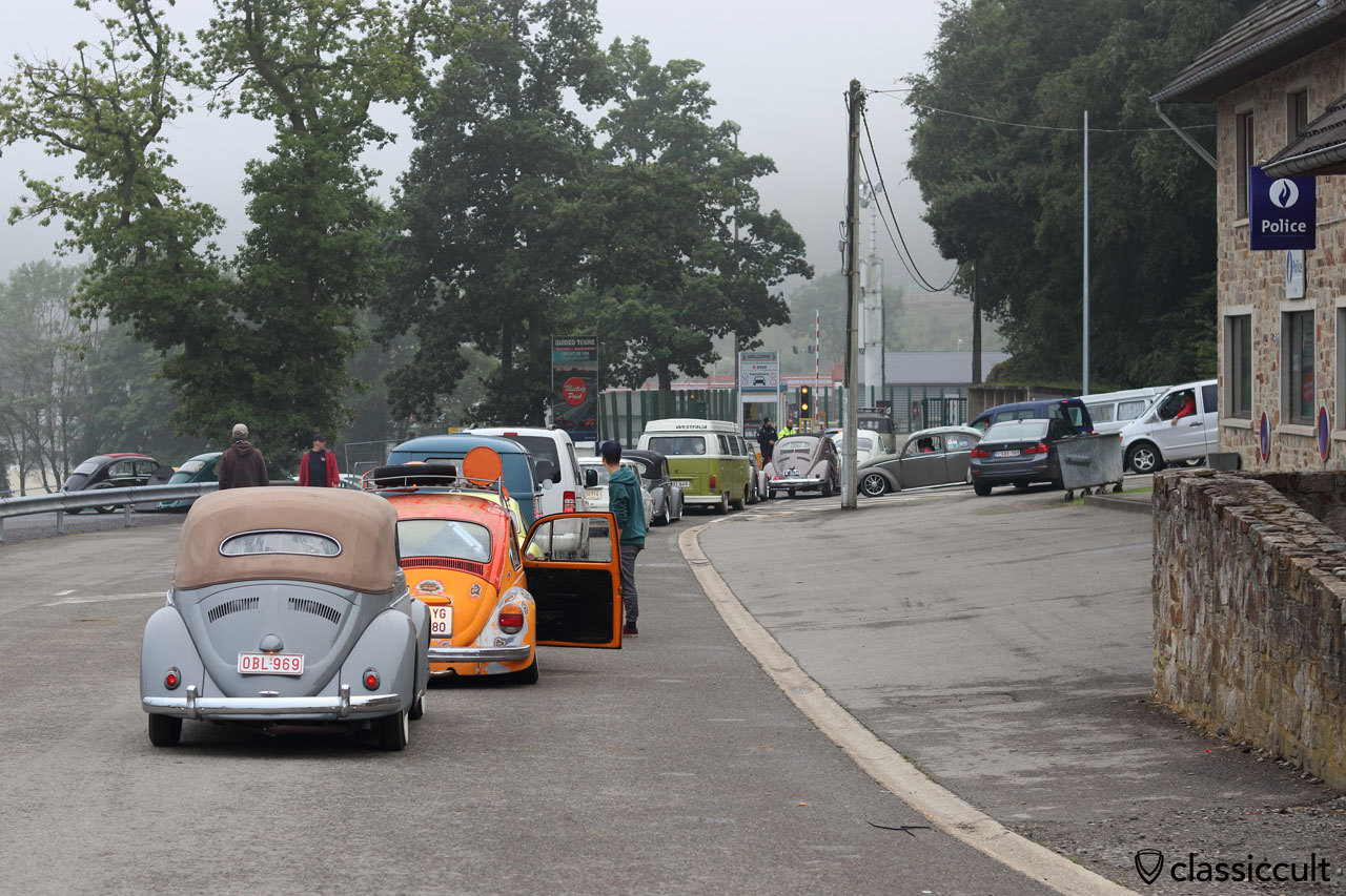 VW fans waiting before the Tunnel entrance to get in for a good place at the Show & Shine area, 8:06 a.m.