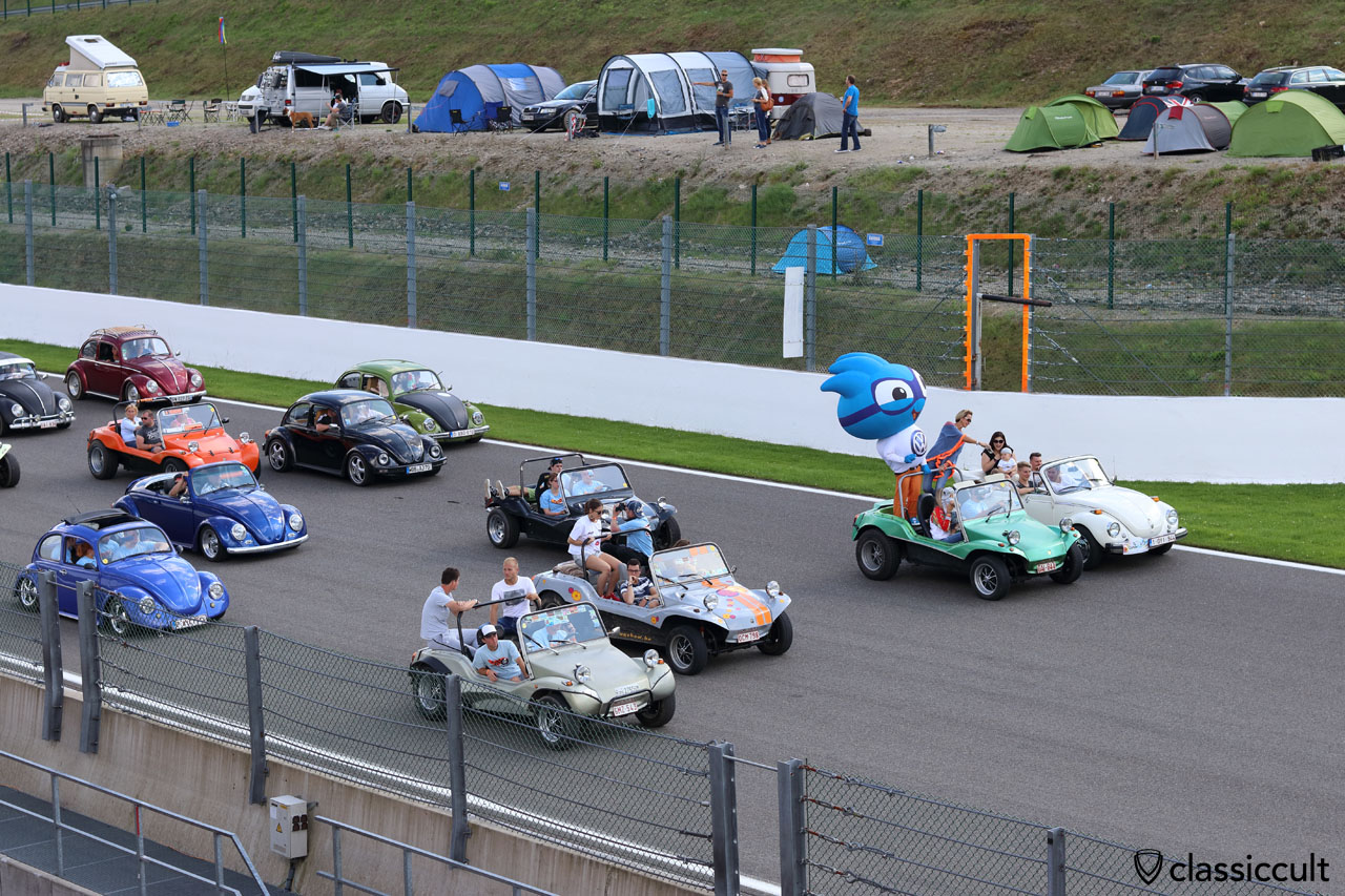 air-cooled parade at Circuit Spa with VW Buggys up front, Bug Show 2016, 4:51 p.m.