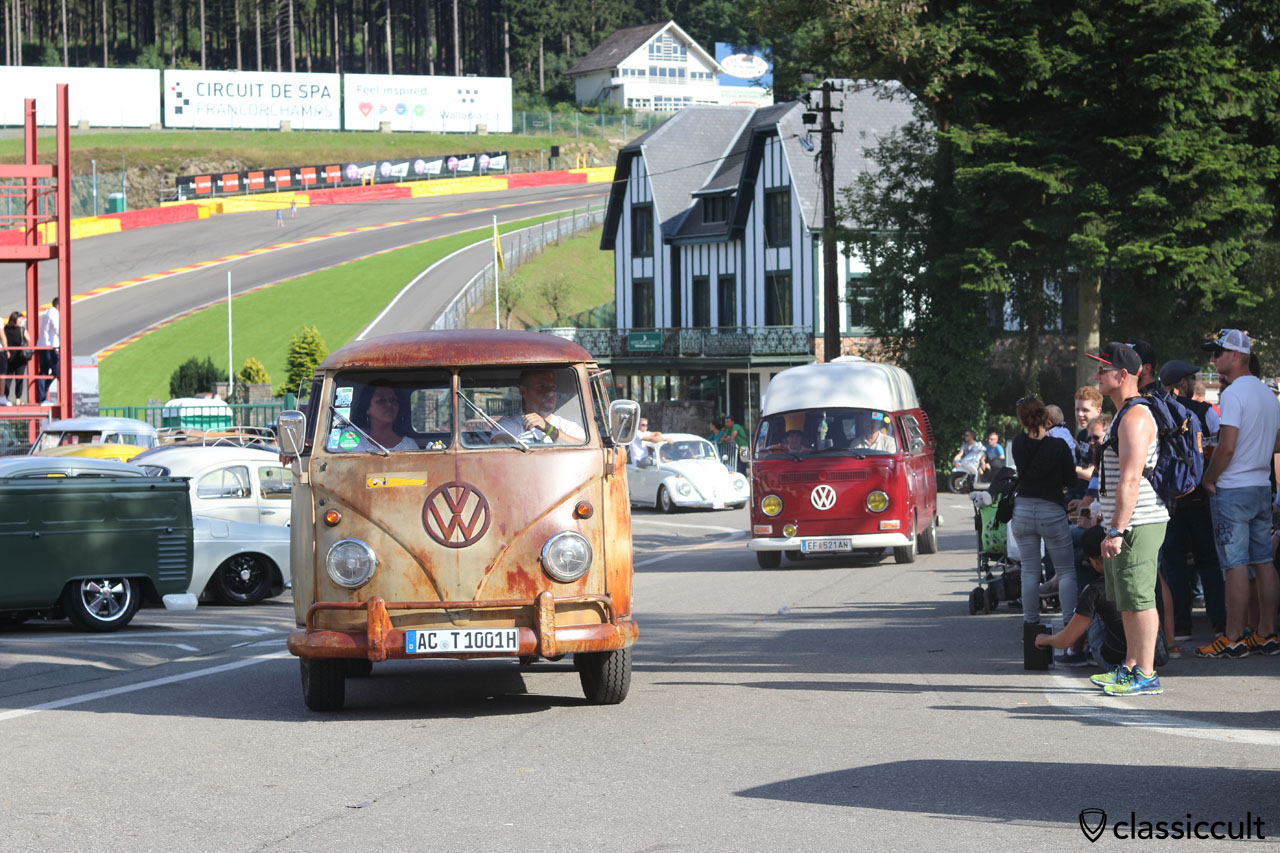 VW Split Bus from DE, parade finish