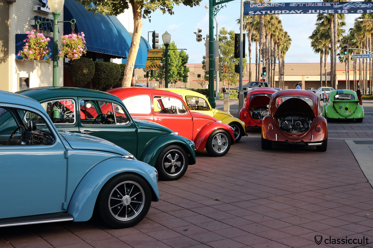 Cal-Look VW Beetles at DKP Pre-Classic Cruise Night