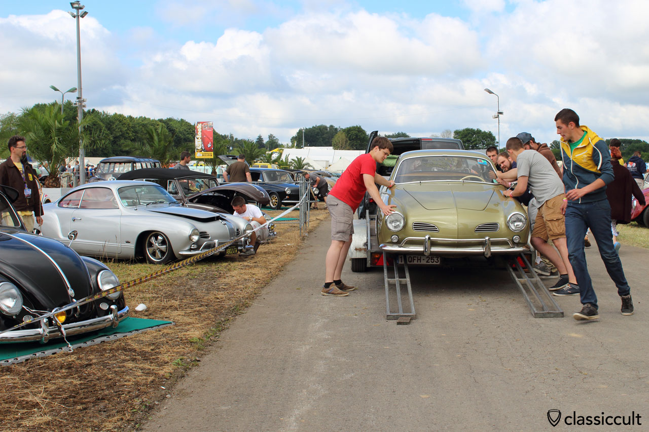 lowered VW Karmann Ghia trailer queen, gets unloaded at European BugIn 6. Not easy, because the Ghia is very low.