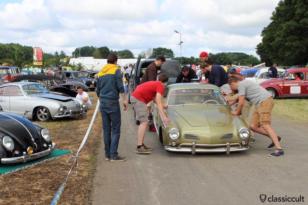 VW Karmann Ghia trailer queen, gets unloaded at EBI 6 2015