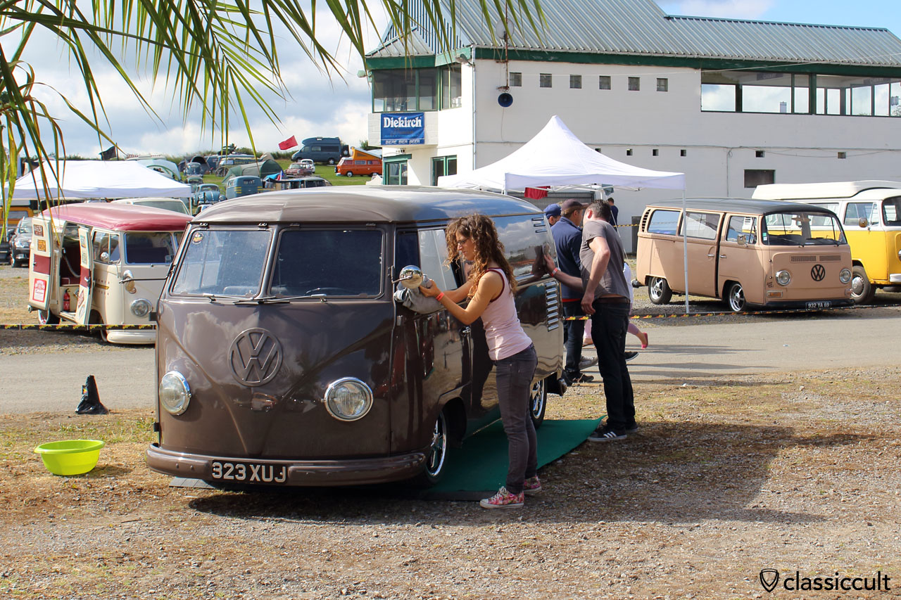VW T1 Split Panel Bus gets polished for European Bug-In 6 Show and Shine
