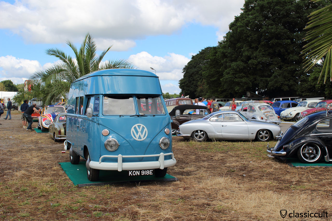 VW T1 highroof Bus in blue