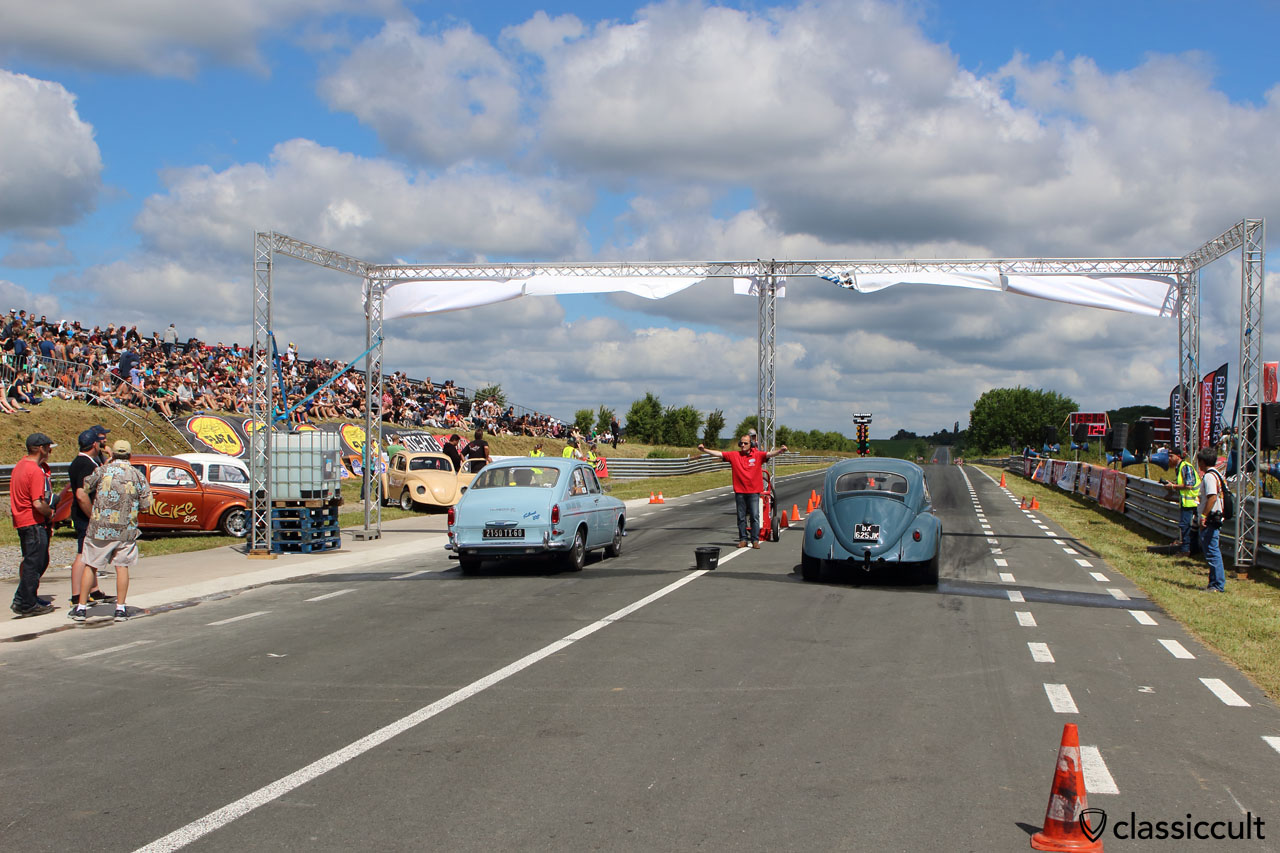 Type 3 Fastback and VW Beetle drag racing, Bug-In 2015