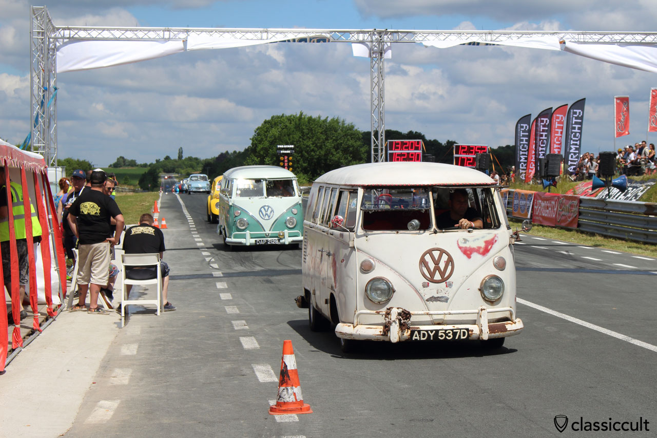 VW Split Bus, Chimay Race Track
