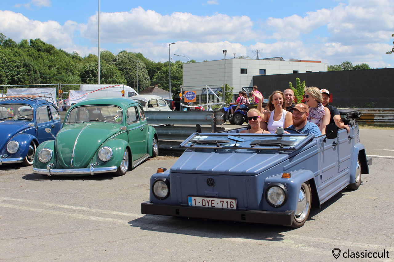 VW 181 and the riders having fun