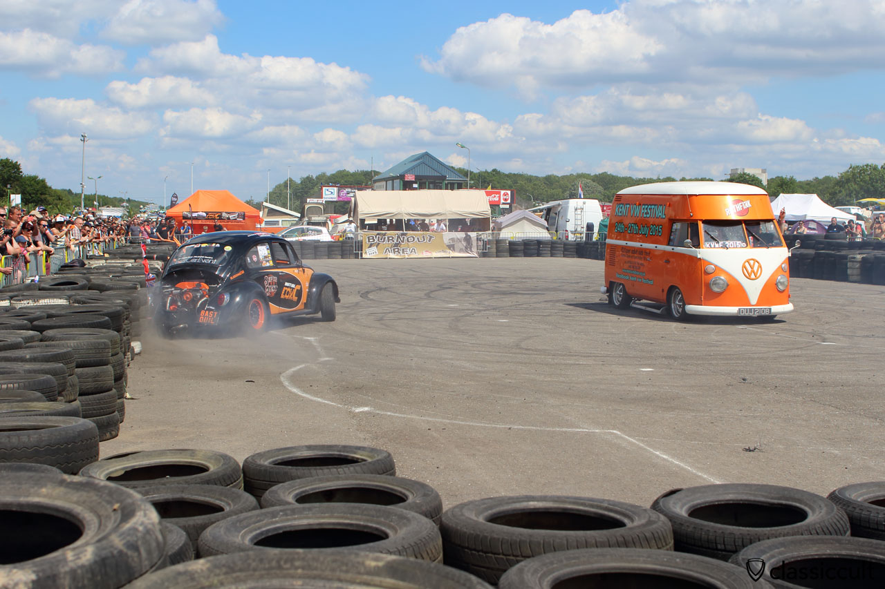 VW Beetle Burnout at European Bug-In 2015, the driver just damaged the fender