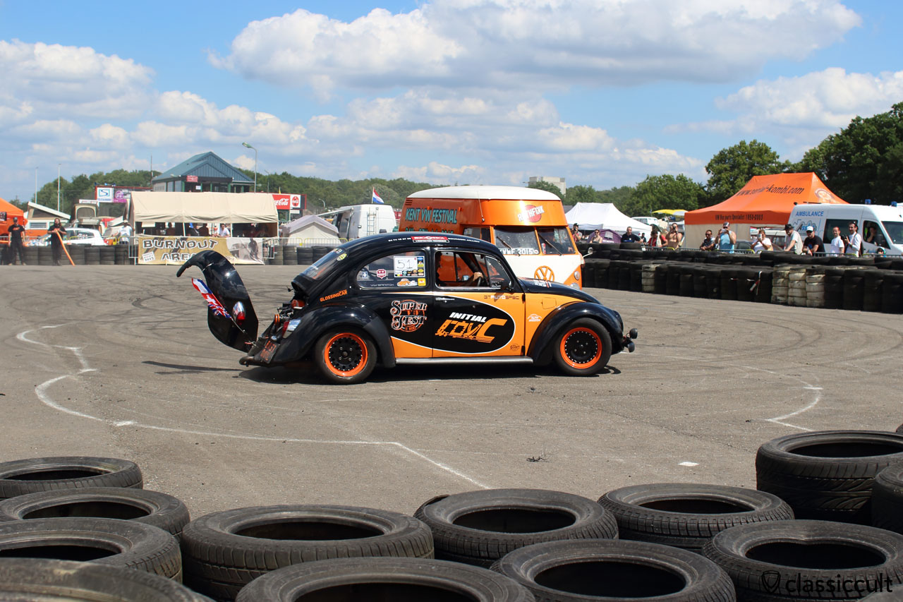 VW Beetle Burnout and fender damaged, but the fender was mounted with tape and the show went on, well done