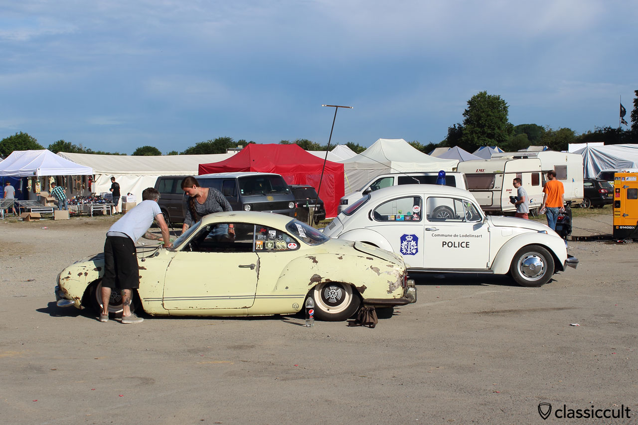 low VW Karmann Ghia cleaning, VW Police Beetle Commune de Lodelinsart
