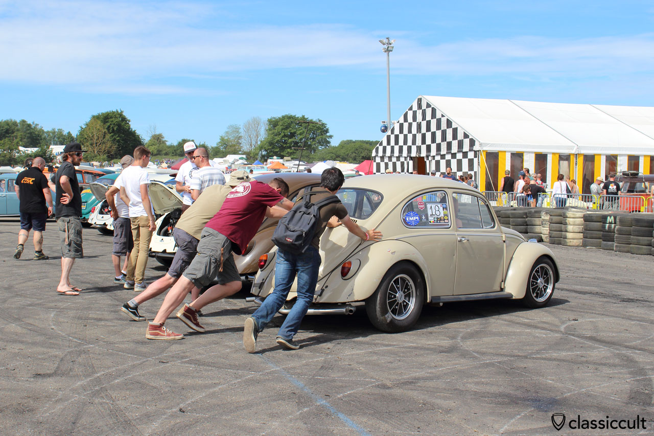 after Cal look Show and Shine was over, this VW Beetle needed help to start
