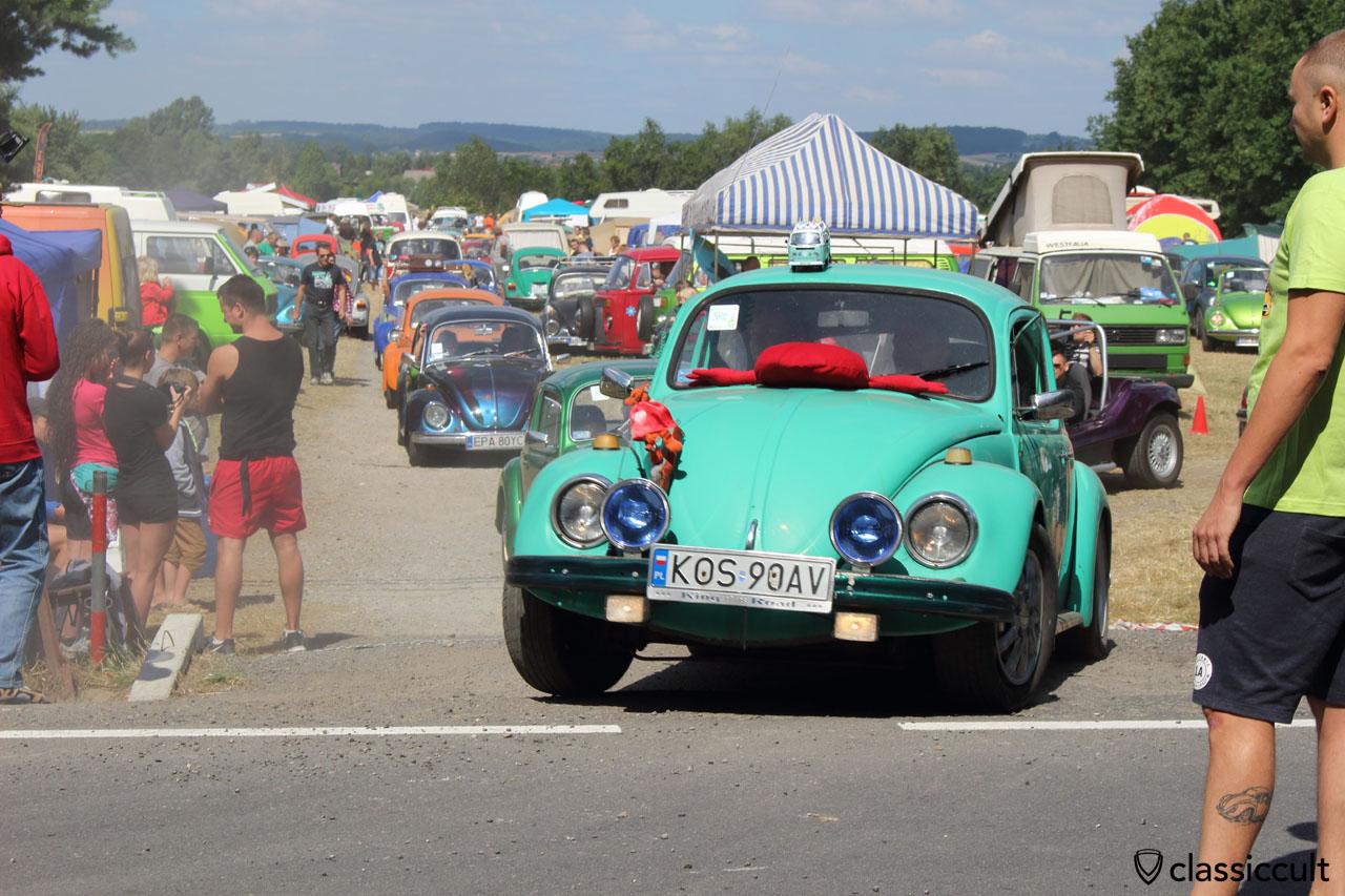 VW Beetle drives off to Wawel Castle