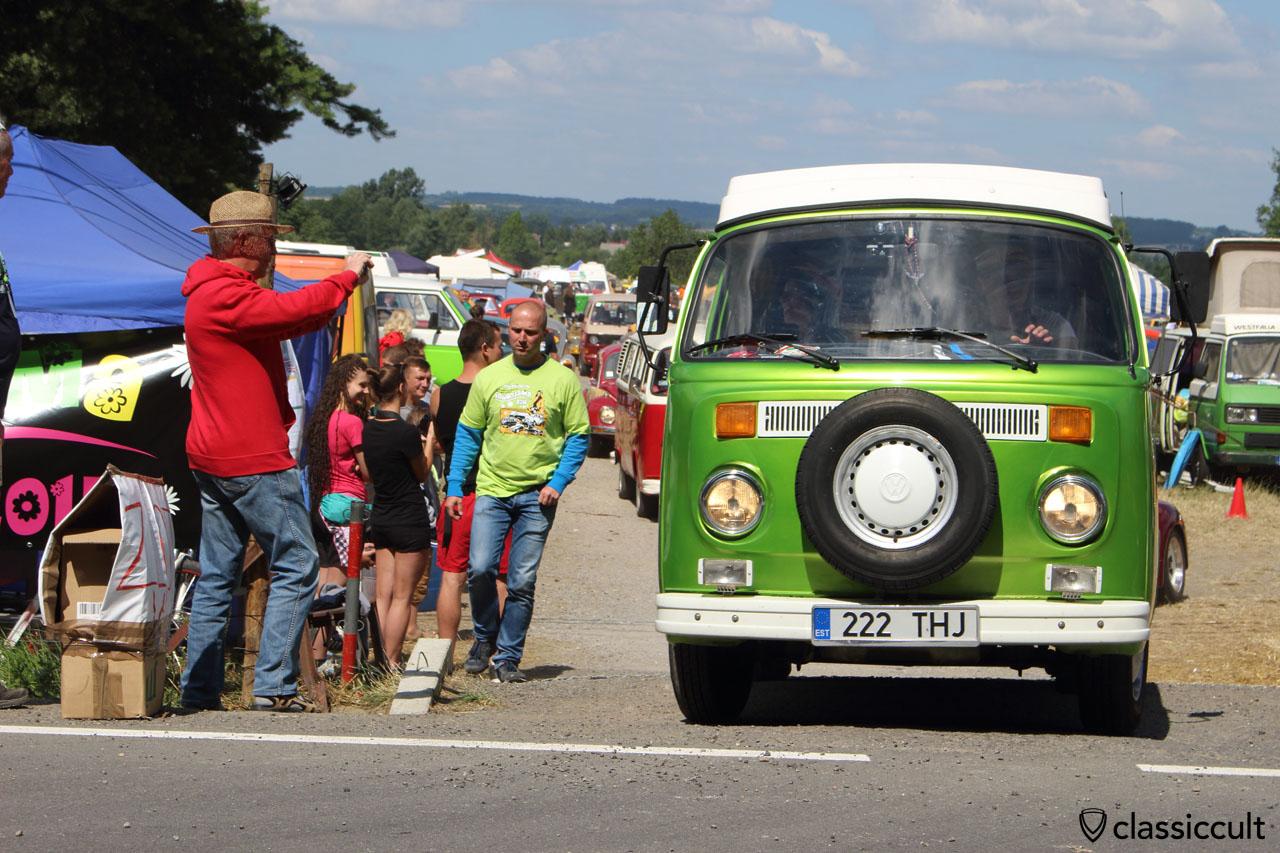 green T2b Bus drives off to Wawel Castle