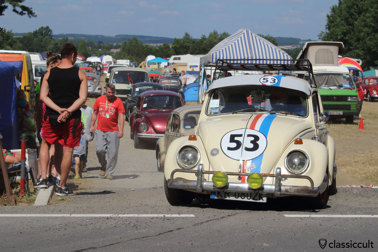 Herbie 53 drives off to Wawel Castle