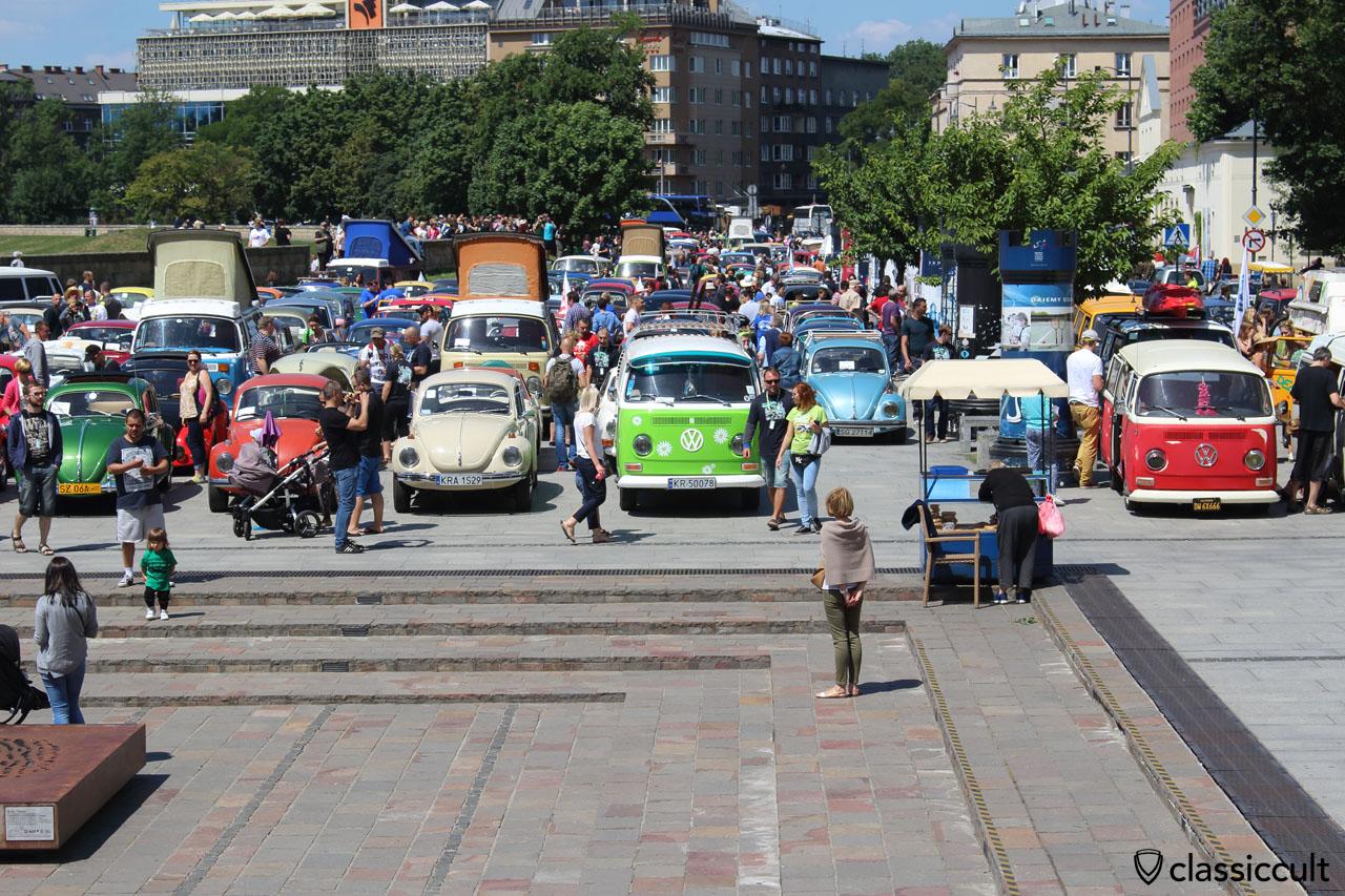 Garbojama VW Meeting 2015, VWs parking below Wawel Castle in Cracow's historic city, 11:38 a.m.
