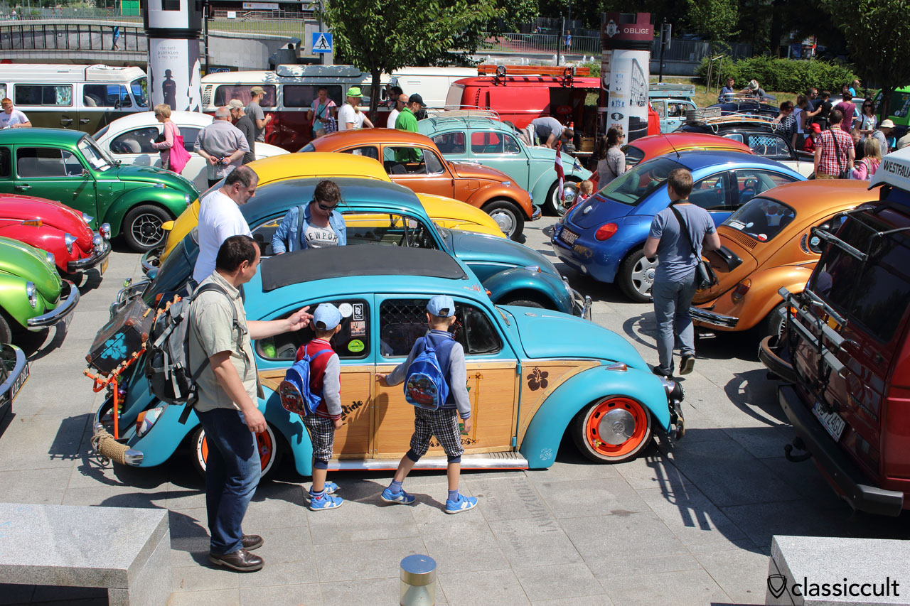 low VW Beetle, Garbojama Show near Wawel Castle