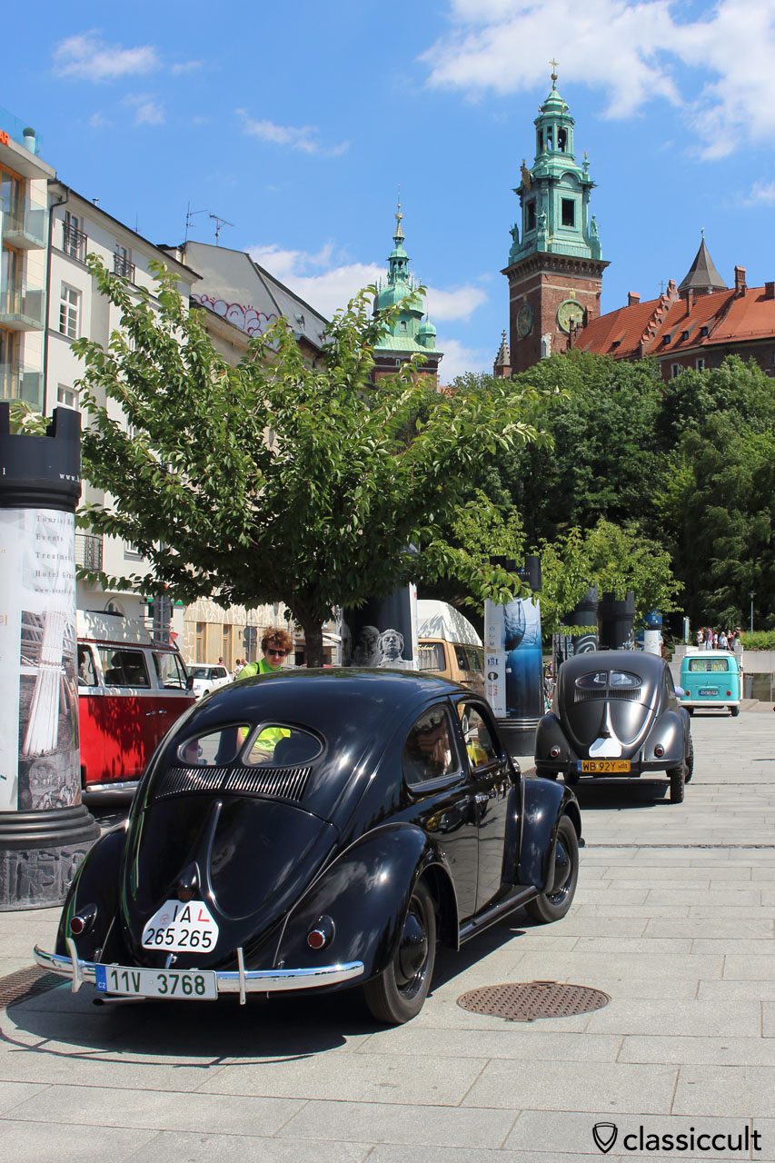 VW Split Beetles and the Wawel Castle in Krakow, Garbojama 2015
