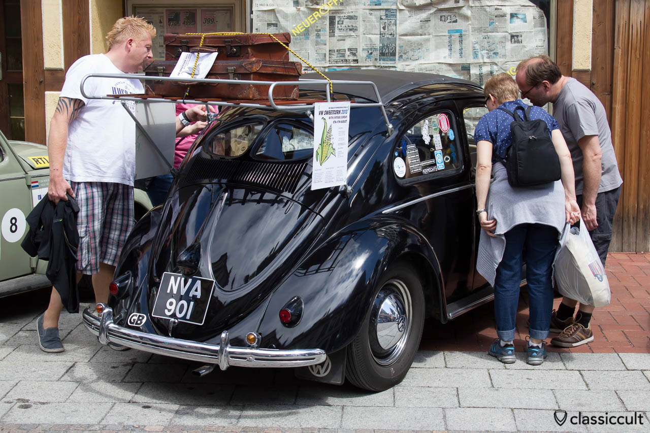VW Ragtop Split Bug from GB with vintage accessory roof rack, Hessisch Oldendorf 2013