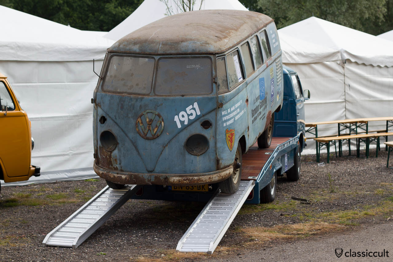 1951 VW Barndoor Split Bus
