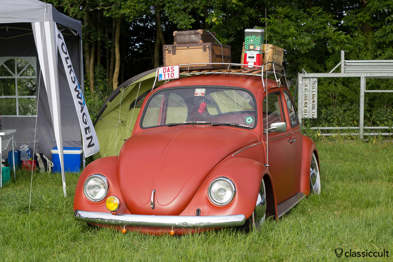 slammed VW Bug with fog light and roof rack, Internationaal Kever Weekend Wanroij