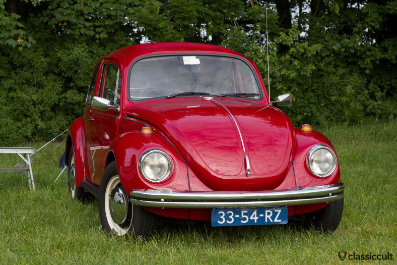 red VW Kever camping at IKW