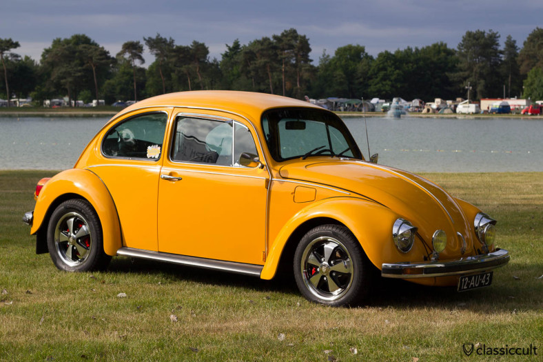 Marlies 1973 VW Beetle with Porsche fuchs wheels at the lake, De Bergen Wanroij IKW 2013, 8:30 in the morning in perfect light