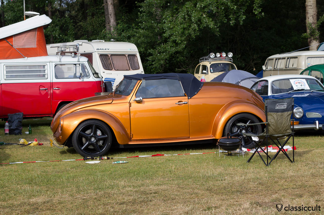 VW Speedster, slammed, chopped, with Porsche wheels and power. I saw this Speedster also at the sprint race of the Wanroij Kever Weekend.