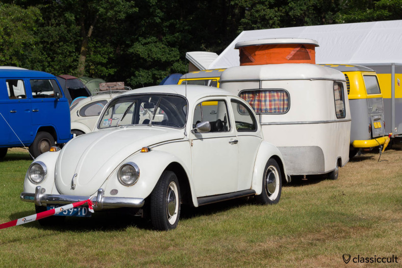 white Beetle with caravan at the camping site of De Bergen Wanroij