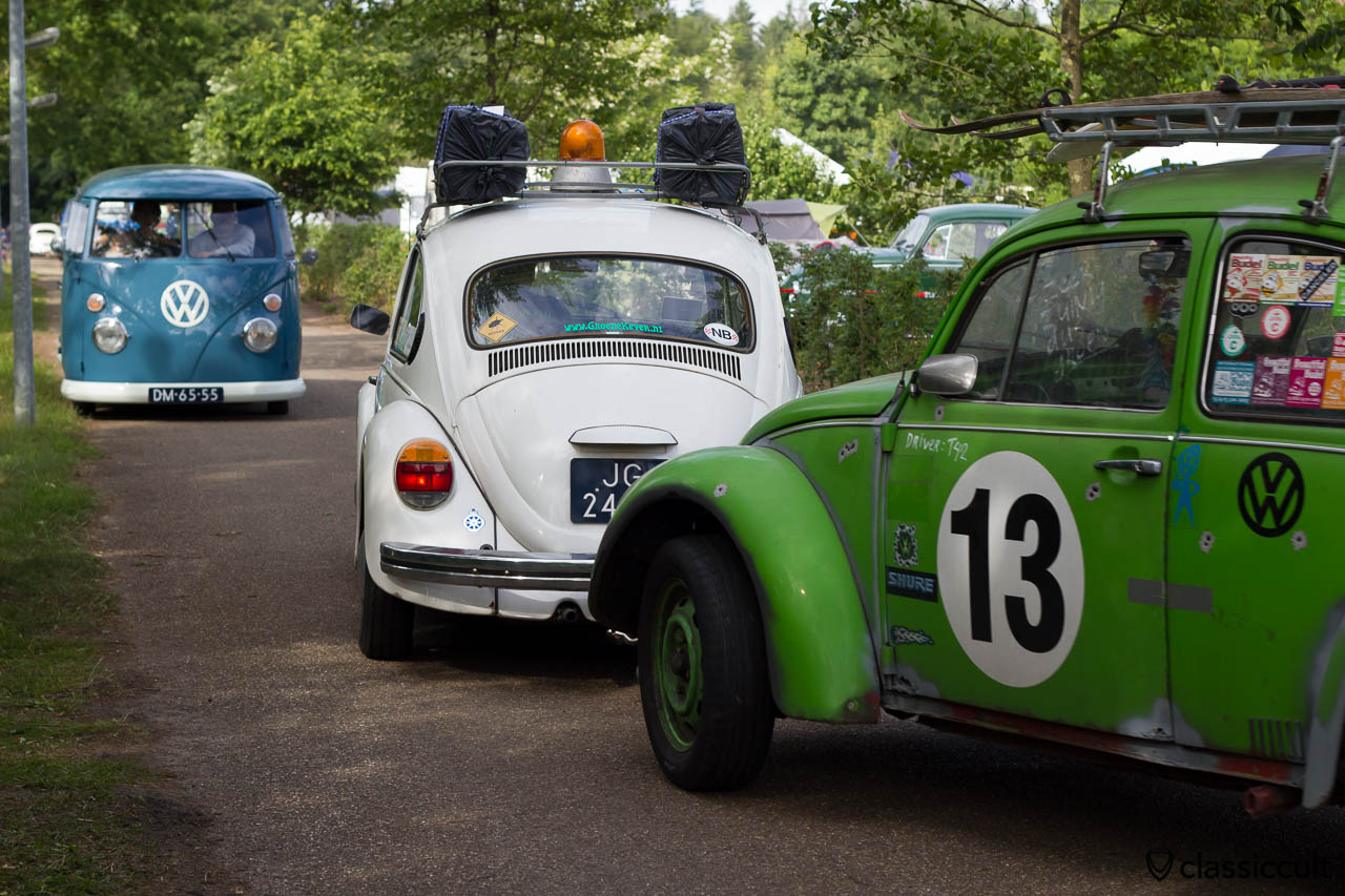 VW BUG Rat is towed by a VW Beetle with spinning alarm light lamp