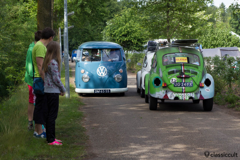 T1 Split Bus meets VW Bug getting towed at IKW Wanroij 2013, very interesting to see…