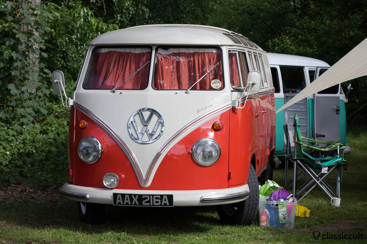 VW T1 Deluxe Samba Bus