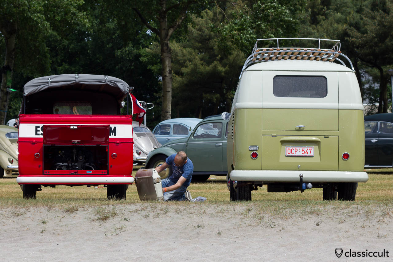 1954 VW Barndoor Kombi backside