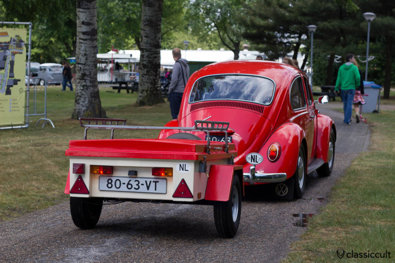 1973 VW Bug with old trailer